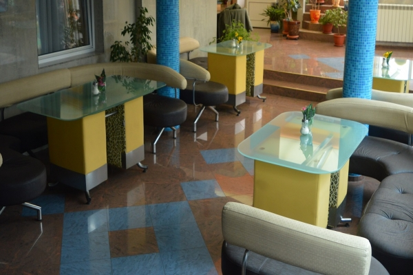lobi-hotel-126E09FD1-E402-C3C8-3F27-207415BC0118.jpg