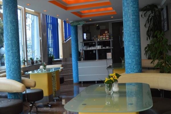lobi-hotel-29B3311B6-2F58-500D-762A-EE8EA1EF8ED0.jpg